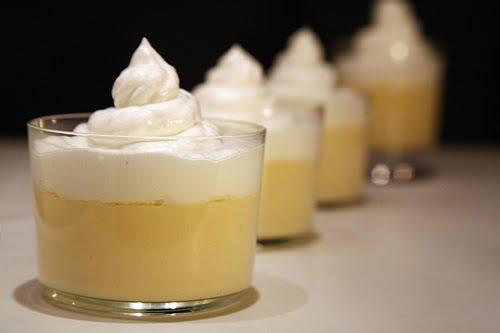 Depilada jovencita profundo anal y crema pastel -